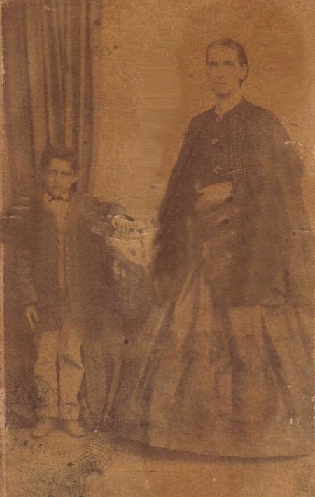 Hipólita Vitalina Nogueira e seu filho Joaquim