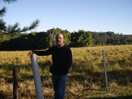 Ao fundo da foto, na Fazenda São Francisco, à margem da rodovia que vai de Patrocínio Paulista para Itirapuã-SP ficava a casa da Madrinha da Serra